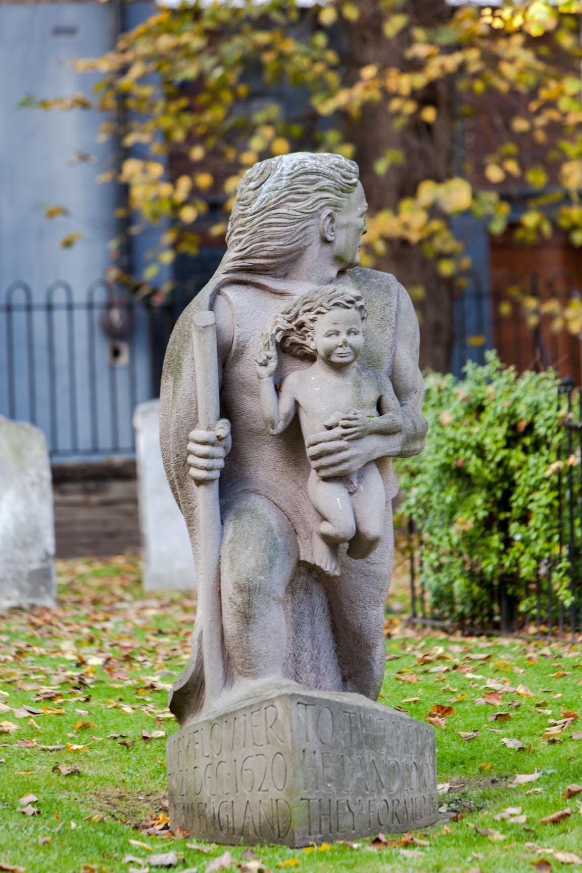 Statue Christopher Jones